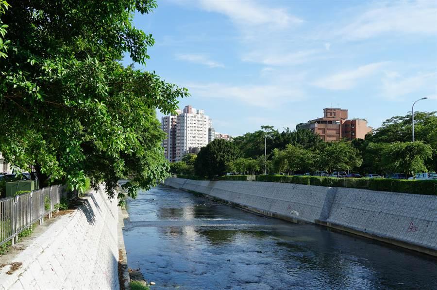 台中市南區河川整建,綠地資源豐富,成為許多建商推案熱區。(盧金足攝)