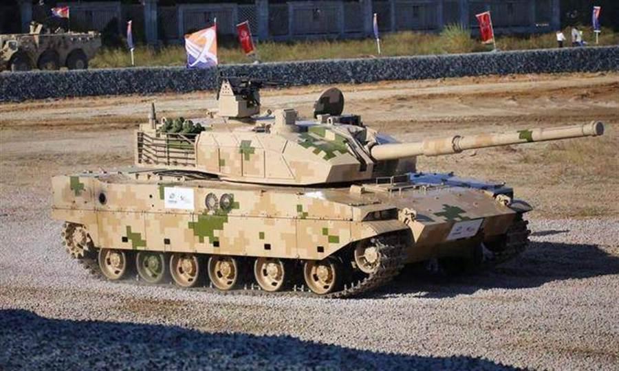 中共15式輕型坦克主要用於稻田水網與高原地形,體積小、機動性強,號稱其穿甲彈可有效對付美俄3代主戰坦克。(圖/網路)