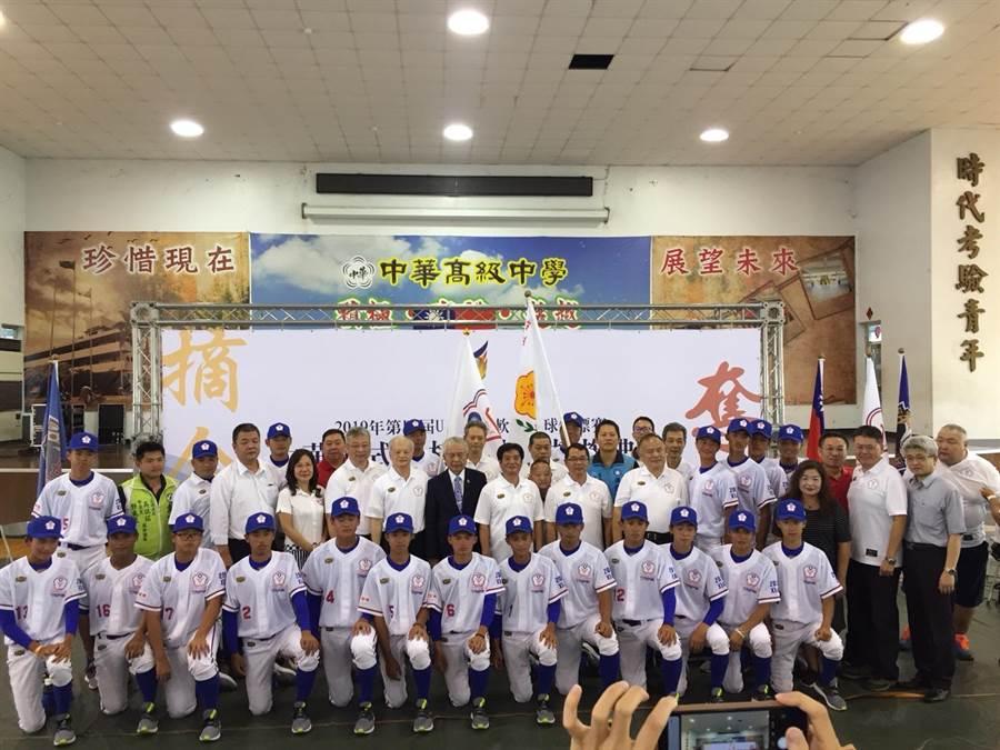 新北市中華中學連續兩年奪下全國軟式高中棒球聯賽總冠軍,8月將代表中華隊遠赴中國陝西省西安市,參加第四屆由IRBO所舉辦U18國際軟式青棒錦標賽。(許哲瑗攝)