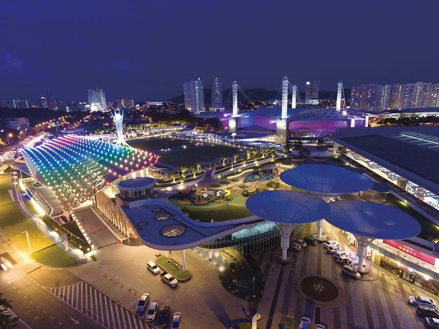 為吸引台灣企業赴檳城舉辦會獎旅遊,檳城環球旅遊機構首席執行長黃茁原昨(23)日來台,推廣世界第一個混合式太陽能系統的「檳城國際會展中心」。圖/檳城旅遊局