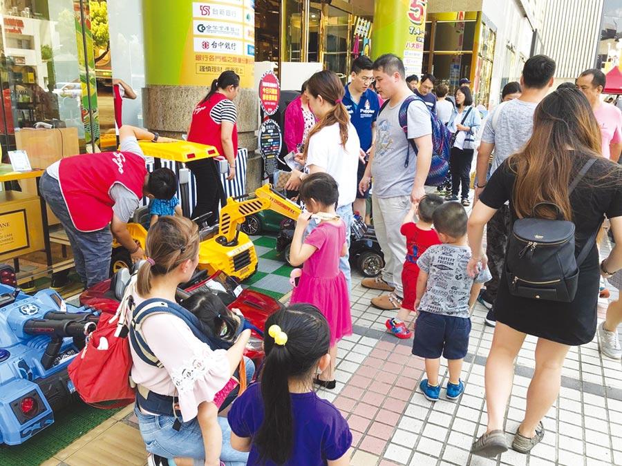 廣三SOGO「兒童超跑樂園」人氣爆滿。圖/廣三SOGO提供