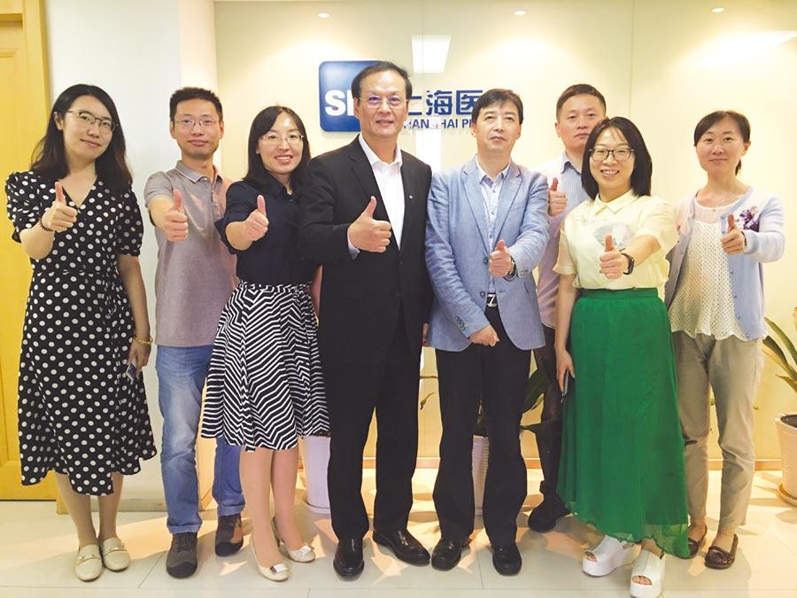 懷特生技日前赴中國大陸參加上海-臺北雙城論壇,並與上海醫藥集團就懷特的創新藥品在中國大陸授權一事進行洽商。圖/懷特生技提供
