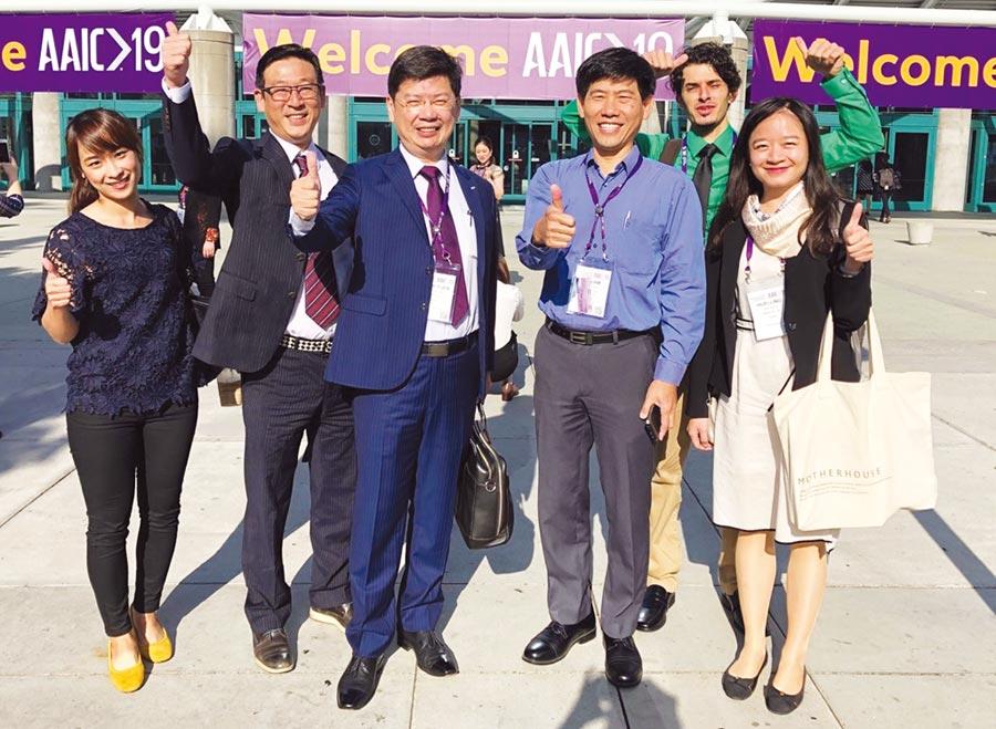 磁量生技總經理楊謝樂博士(左三)攜手美國團隊與中國合作夥伴,順利推廣阿茲海默症血液篩檢,加速開創與藥廠的合作機會。圖/業者提供