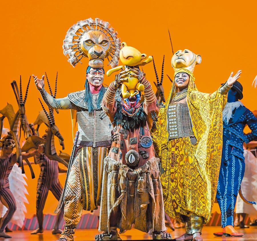 音樂劇《獅子王》以33個大貨櫃運來道具、布景、服裝與高規格的硬體設備。(盧禕祺攝)