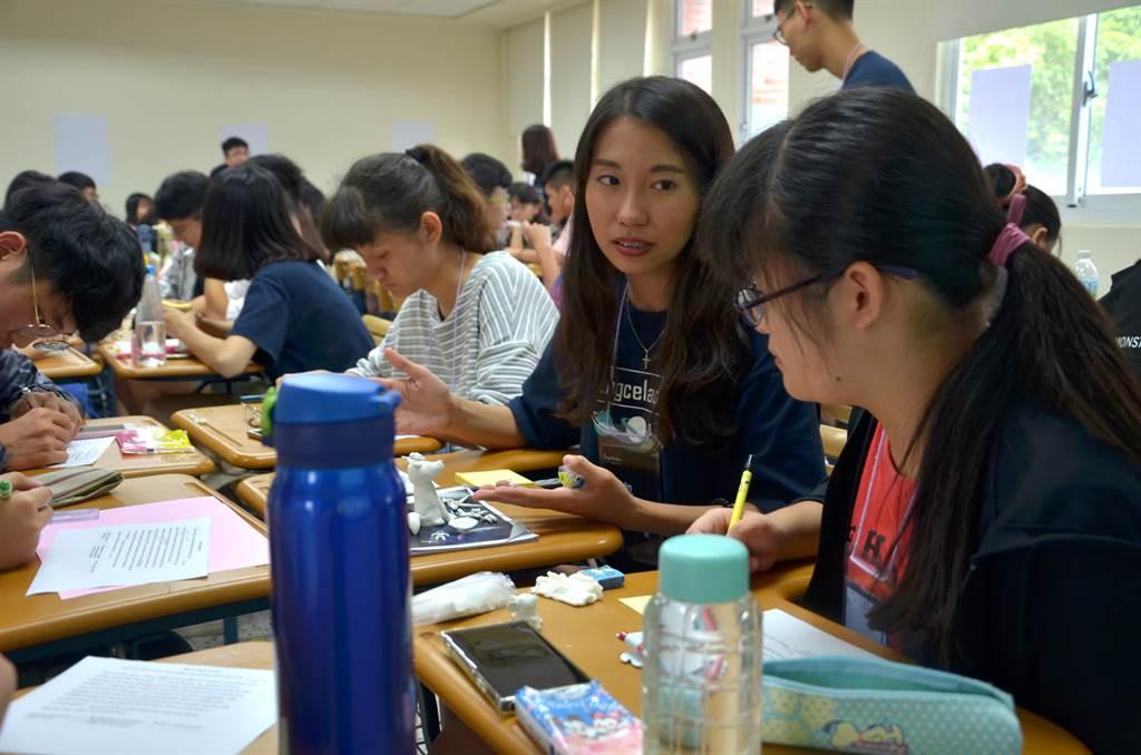 營隊活動中安排專業課程供學員體驗大學生上課氛圍。(政大英文系提供)