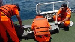 浮屍漂流基隆港外海 海巡打撈助逝者返家