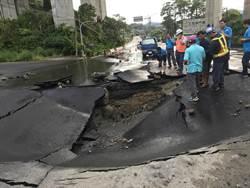 燕巢台22線水管爆裂 自來水公司搶修