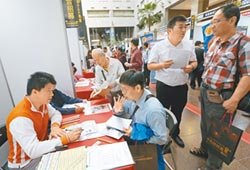 雇主聘中高齡勞工 每人月補助1.3萬
