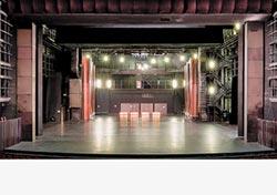 一窺歌劇院後台 神祕空間