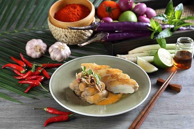 嫩烤雞胸襯泰式燻茄沙拉佐蝦米辣檸汁。(圖取Mega 50官網)