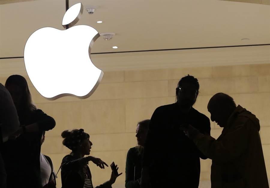 傳蘋果將收購英特爾智慧手機數據機晶片業務。(美聯社)