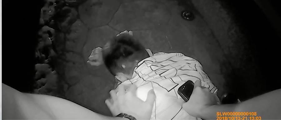 警方近期再查獲郭男吸食毒品,並發現他因案已遭通緝,再次將郭男逮捕送辦。(陳世宗翻攝)