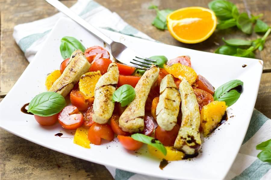 圖為雞肉沙拉。(達志)