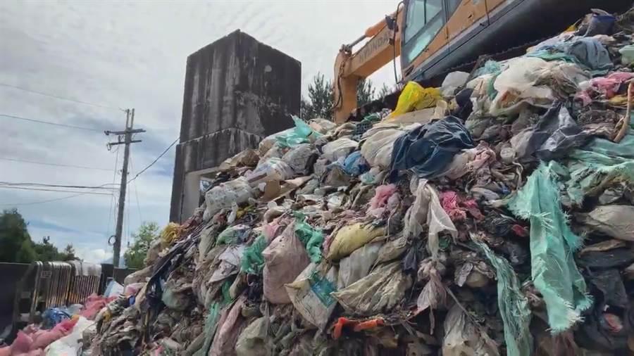 中橫便道日前封閉53天,造成大梨山地區垃圾困難,福壽山垃圾轉運站累積600噸垃圾。(王文吉翻攝)