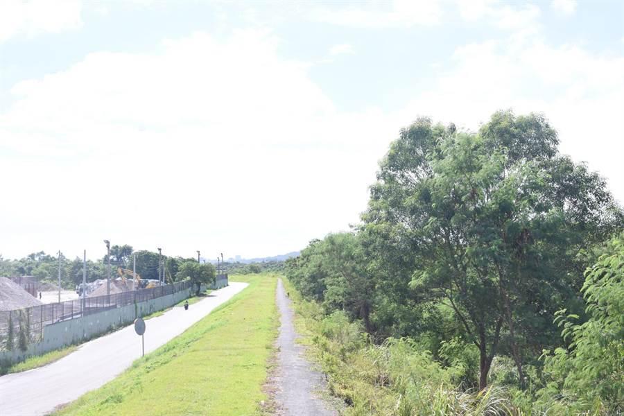 花蓮市國福里防水道是居民晨昏運動的好所在,卻因路燈不足使居民困擾。(花蓮市公所提供)