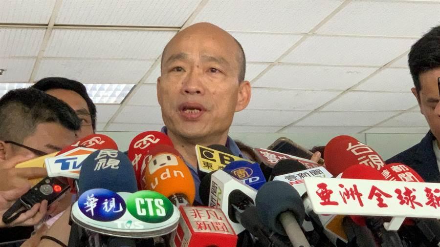 攀樹尋蚊惹議,高雄市長韓國瑜反批1450拿錢辦事沒理想。(柯宗緯攝)