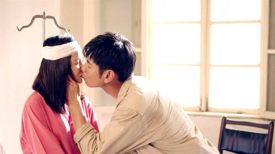 楊子儀、吳怡霈劇中初吻。(三立)