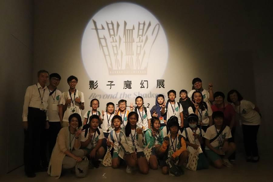 全球ABS樹脂大廠奇美實業今年暑假首辦「奇美科普營」,走進奇美博物館參觀影子特展。(奇美實業提供)