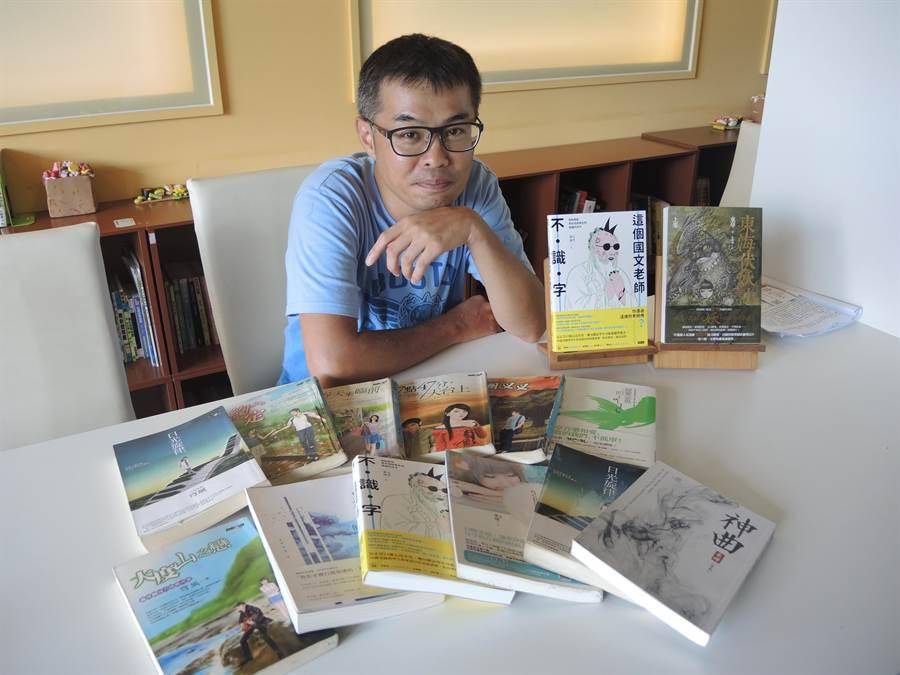 游騰崴早期筆名穹風,出版大量純愛小說,近幾年逐漸轉型,也嘗試寫劇本。(邱立雅攝)