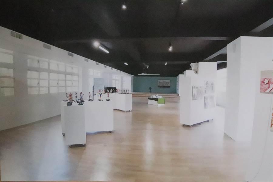 校方也改造3間教室作為數位藝廊。(吳亮賢攝)