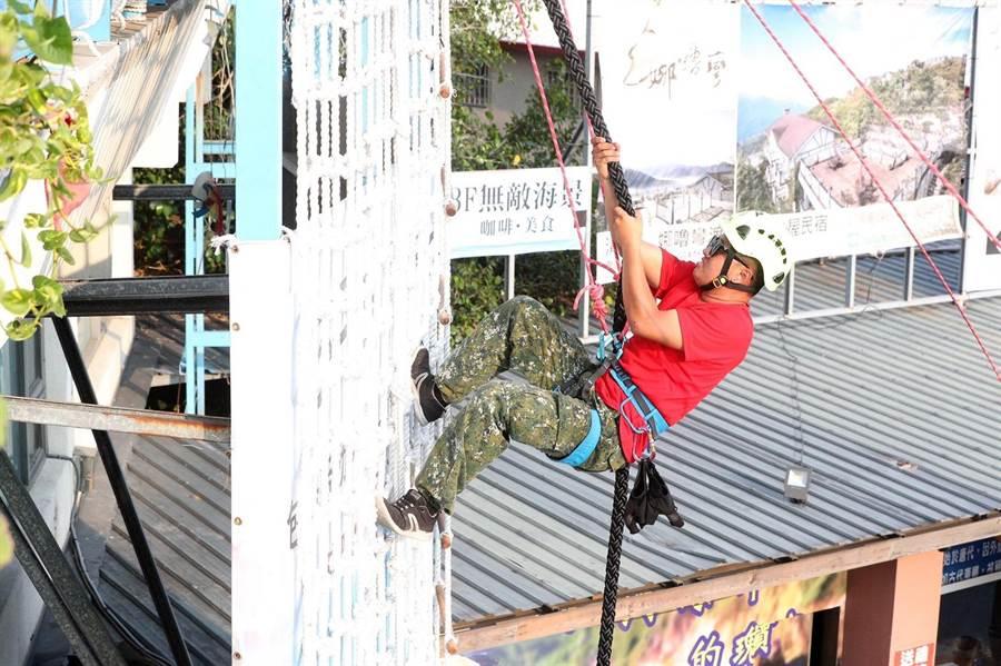 攀繩運動在國外風行已久,近年因極限挑戰節目當紅影響,國內始受矚目。(袁庭堯攝)