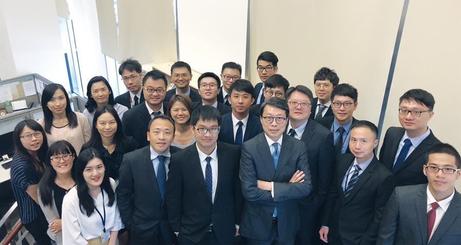 凱基投顧董事長朱晏民(前排右三)帶領優秀研究團隊,專業實力備受國際肯定。圖/凱基證提供