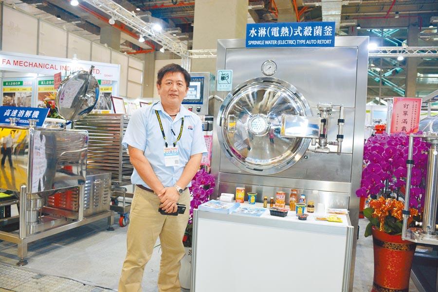金瑛發公司專案經理施永哲,大力推廣高溫高壓殺菌設備。圖/李水蓮