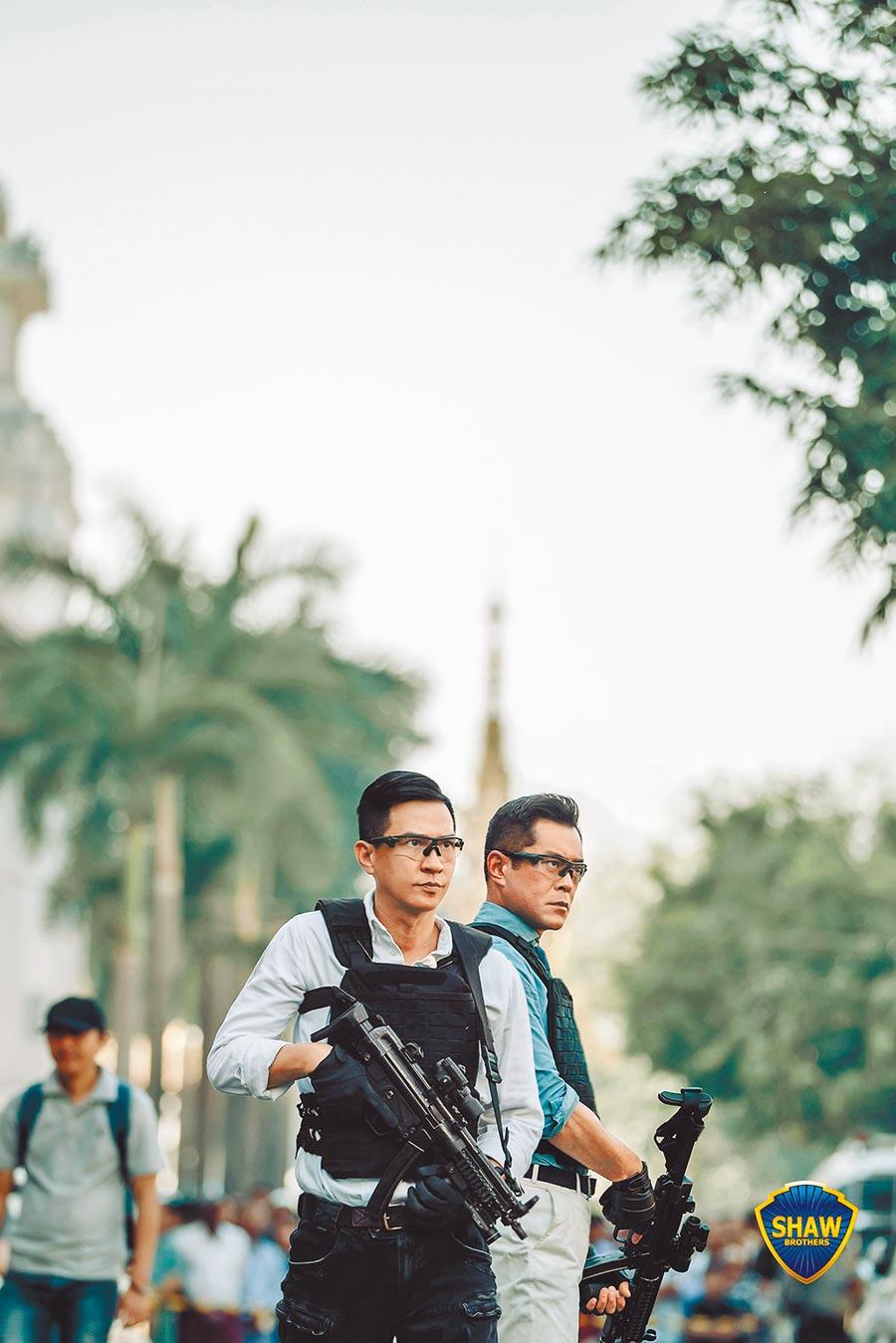 古天樂(右)和張家輝再度為《使徒行者》系列前往異地拍攝。