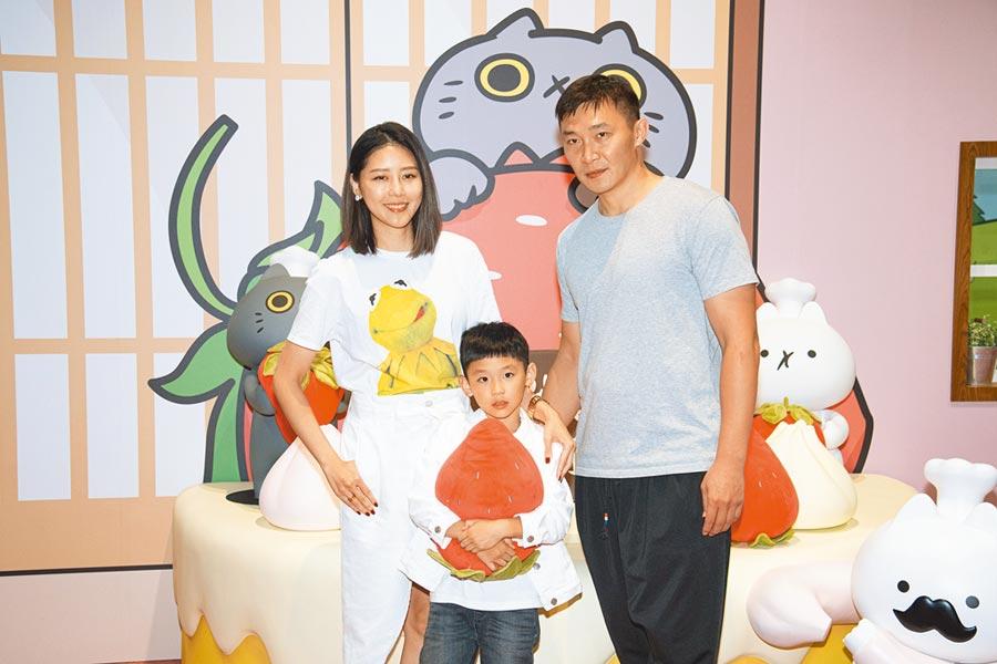 嚴立婷昨和老公張智峰、7歲兒子Willson到科教館體驗「反應過激的貓」特展。