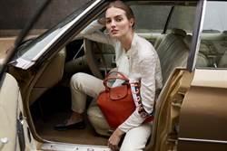 熱賣7年改款! Longchamp小羊皮摺疊包肩帶變寬了