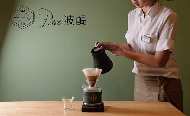 高雄獨家進駐的「Petite波醍」,是精品咖啡教母Earn認可的優質好咖啡,首日開幕即吸引眾多咖啡饕客前來品嘗。(業者提供)