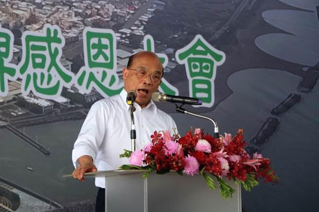 行政院長蘇貞昌南下東港主持深水碼頭動土典禮時,不禁感慨「「明年不知道自己還有沒有這個身分」。(謝佳潾攝)