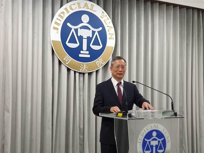 司法院祕書長呂太郎說明釋憲結果。林偉信