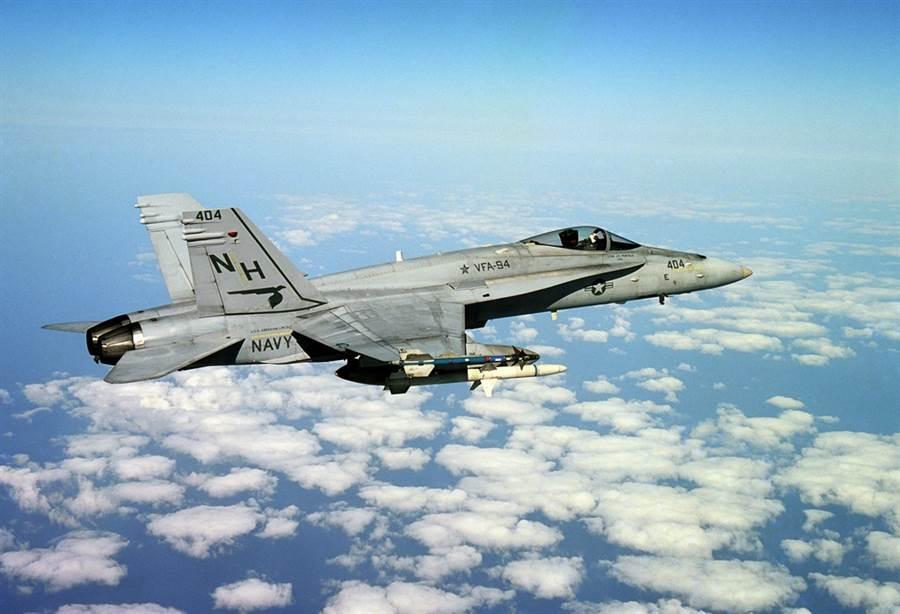 F/A-18C大黃蜂戰機,他的後續機F/A-18E超級大黃蜂,仍是美軍航艦的主力。(圖/美國國家圖書館)
