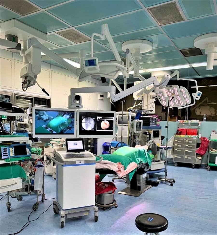 工業電腦大廠研華旗下AVAS智慧醫療影像串流解決方案,近期獲振興醫院導入用以建造複合式手術室,將影像整合於單一螢幕,大幅簡化手術室影像系統的操作介面。(圖/研華科技)