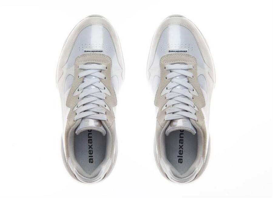 awnyc stadium運動鞋使用防水防污的PVC材質,1萬9800元。(微風提供)