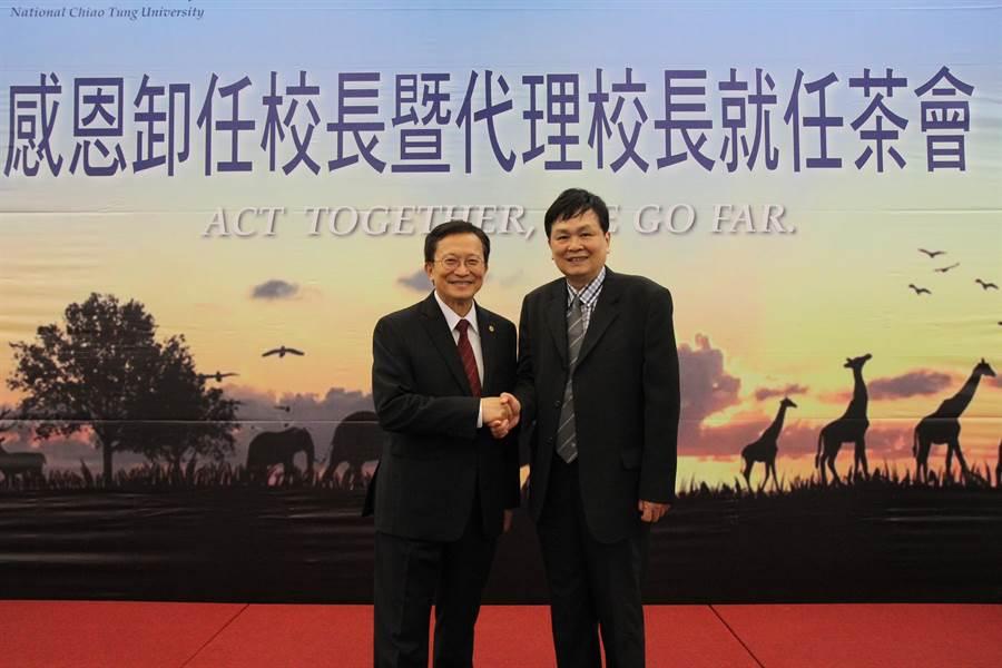 交大副校長陳信宏(右)接替卸任校長張懋中擔任代理校長一職。(交大提供)