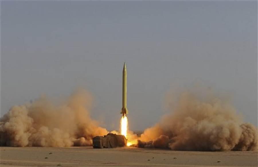 伊朗革命衛隊試射「流星3型」(Shahab-3)飛彈的資料照。(美聯社)