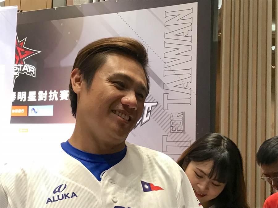 陳鏞基昨日守備時和胡金龍相撞後退場,今日則反虧胡金龍當時表情太好笑。(鄧心瑜攝)