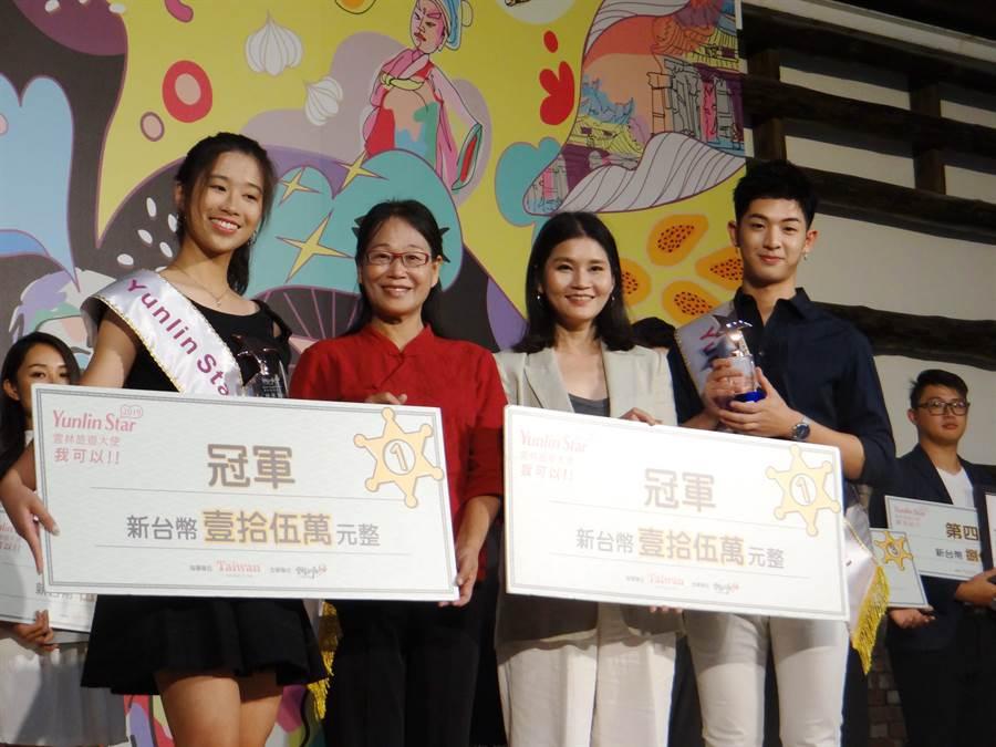 云林县旅游大使选拔出炉,由林采融(前左)、林亭翰(前右)分别摘下女、男冠军。(许素惠摄)