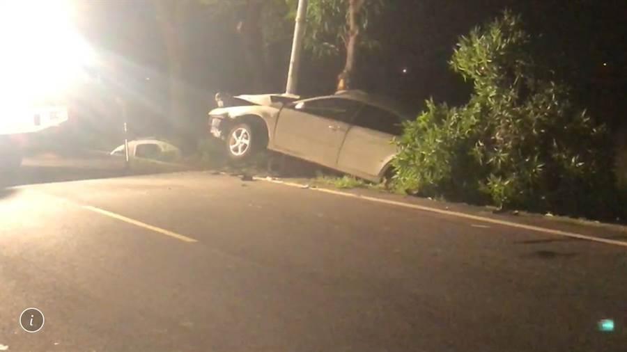 台南市仁德區文賢路今天凌晨發生一起一死一傷車禍。(曹婷婷翻攝)