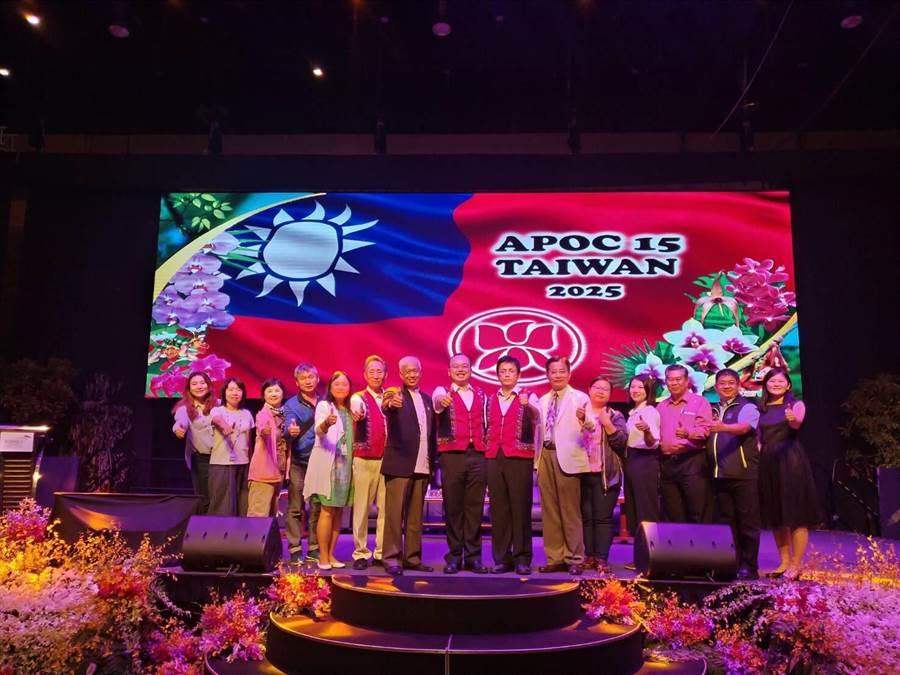 台南市府爭取到第15屆亞太蘭展主辦權,現場升起國旗。(台南市政府提供)