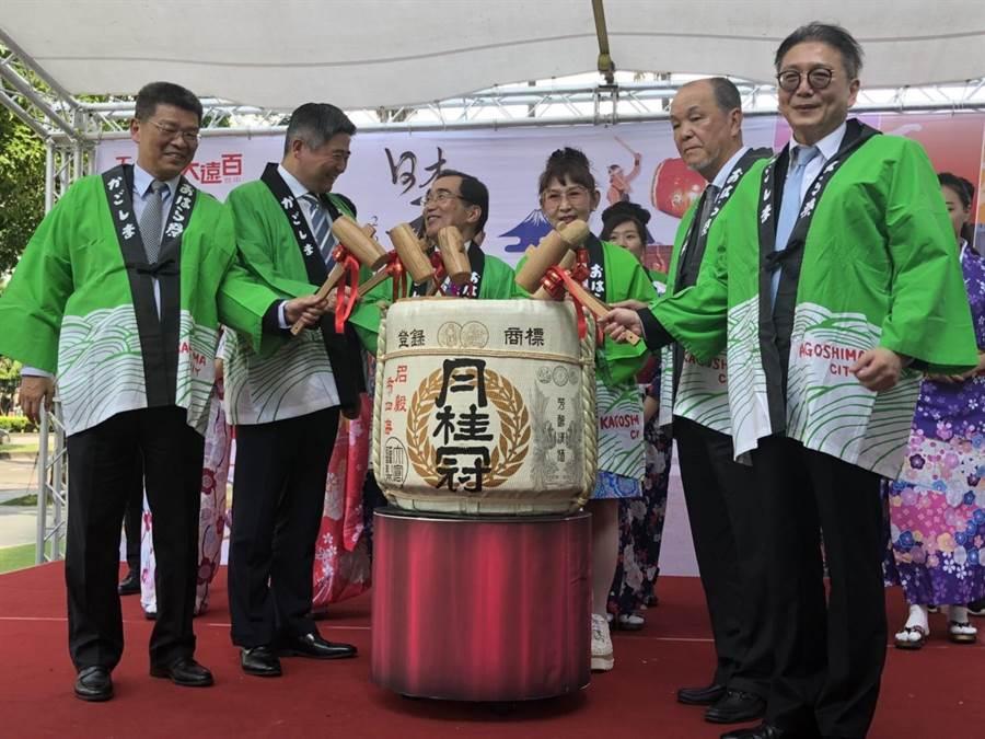 遠百總經理徐雪芳日前台中大遠百主持鹿兒島展鏡開儀式。(遠百提供)
