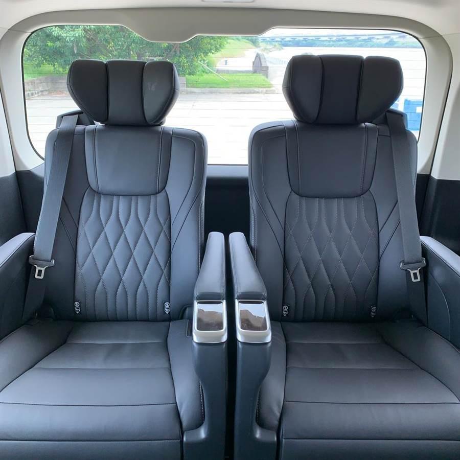 6人座旗艦第三排座椅相當舒適,乘座空間相當寬敞。(陳大任攝)