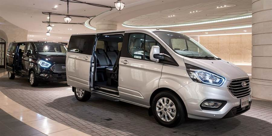 Ford Tourneo Custom旅行家全車系標配雙側滑門,售價146.9萬元起。(福特六和提供)