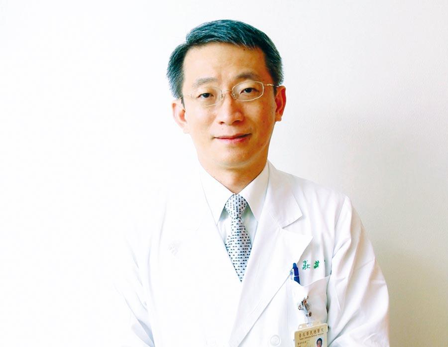 台北榮總主任級醫師莊其穆,除了婦癌重症病患照護之外,同時也在國立大學授課,培育國內新藥開發研究所人才以及護理人才,戮力為台灣醫學開啟自主研發新視野。圖/醫師提供