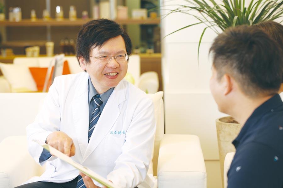 國泰健檢預防醫學部醫師陳皇光分析常見的胃病。圖/國泰健康管理提供