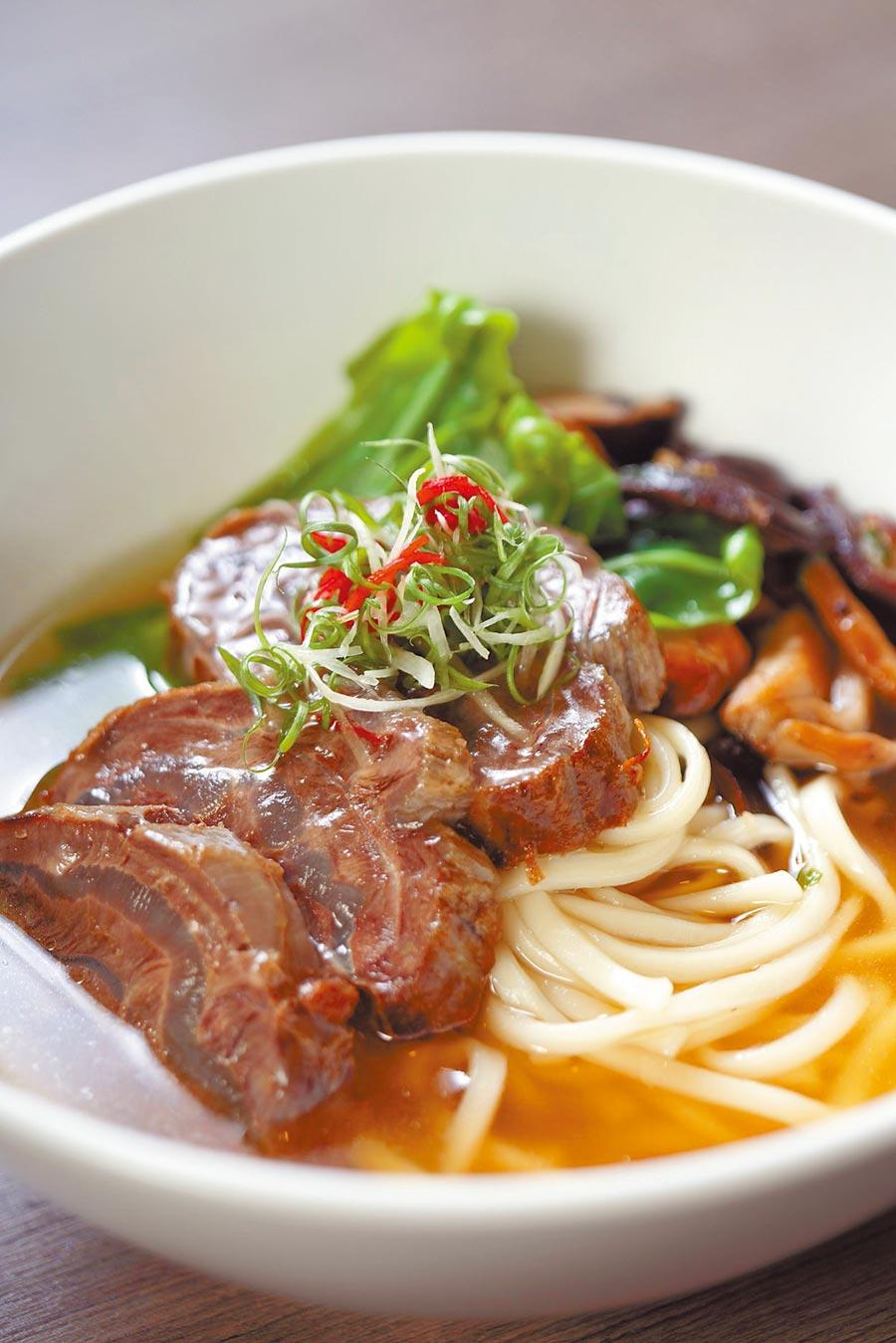 晶華酒店的人氣冠軍牛肉麵明年將首度登上威尼斯號的限定航次,讓旅客免費大快朵頤。(雄獅旅遊提供)
