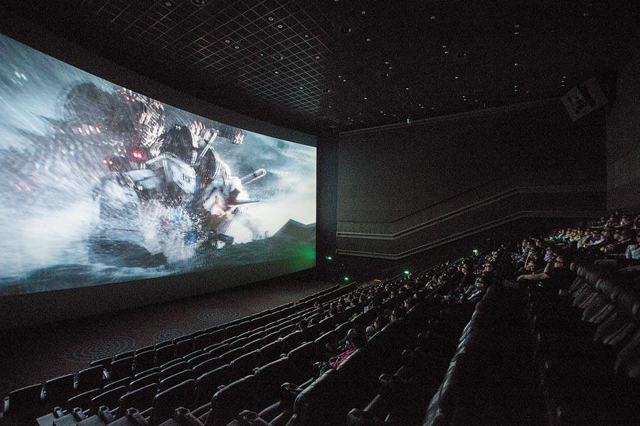 中年男鬼門開第一晚看電影,意外猝死院內。(示意圖/中新社資料照片)