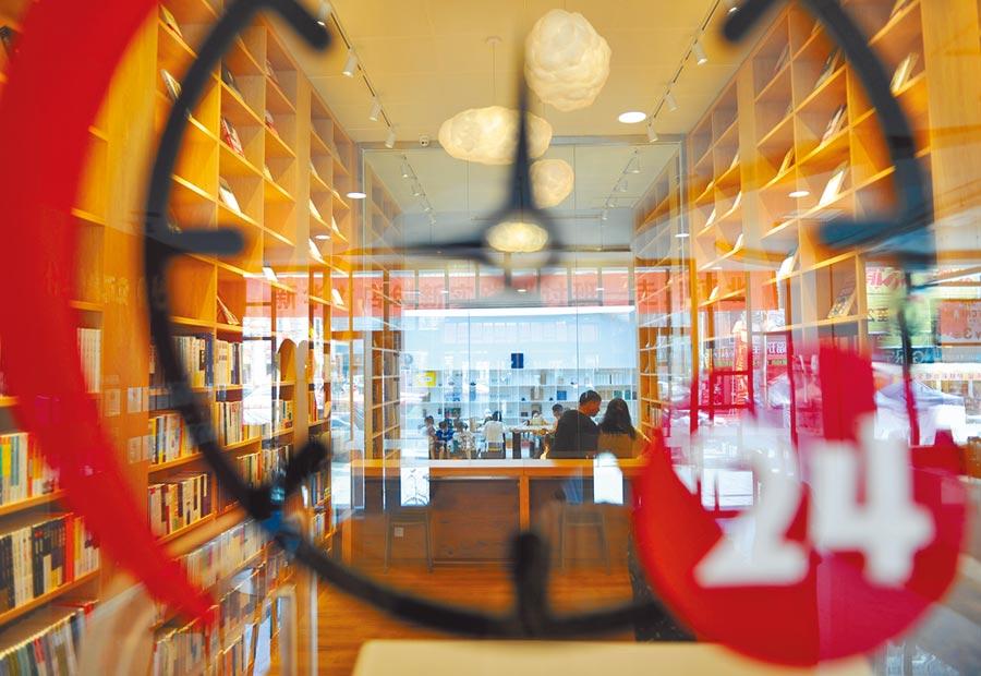 大陸教育部表示,2020年底要打造一批具高校特色的智慧書店。圖為雄安新區內一間智慧書店。(中新社資料照片)
